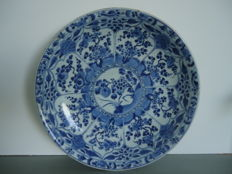 Very large plate – China – Late 17th century (Kangxi period)