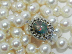 Pearl necklace - Akoya pearls - approx. 7.9 mm diameter Gold opal clasp (2 natural opals) 585 gold