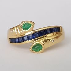 Gold (18 kt) ring with sapphires, emeralds, and diamonds of 0.90 ct – Size: 17.5 mm, 15 (ES), 55 (FR), 7.5 (USA).