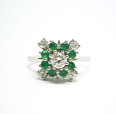 18 kt gold ring – Diamonds, 0.25 ct – Emeralds – Size: 15