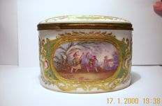 Bonbonniére / in Sevres style