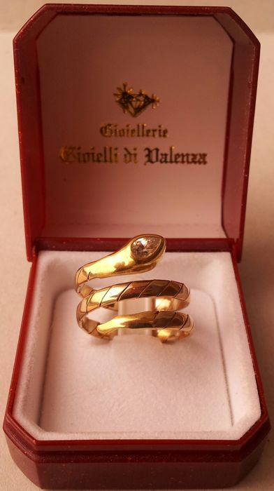 18 kt gold ring with gemstone Size: 17 mm