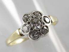 Yellow gold entourage ring with 7 diamonds in old cut, 0.57 ct in total.
