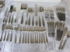 Extensive 12 person silver plated case in model spits filet, Zilfa pleet (brand by Zilverfabriek Voorschoten from the 30's), ca 1940