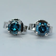 18 kt white gold earrings with blue diamonds 0,37ct