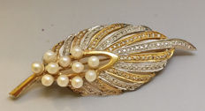 14k Gold Brooch with small pearls and cubic zirconia