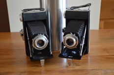 Lot of two beautiful bellows cameras by Agfa for 120 roll film, the Billy 1 in two versions. Made from 1950 and working well with neat bags.
