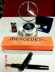 Lot consisting of 4 pieces by Mercedes Benz 1) Mercedes Benz star on acrylic base 2) Fountain 3) Lighter 4) Cufflinks 835