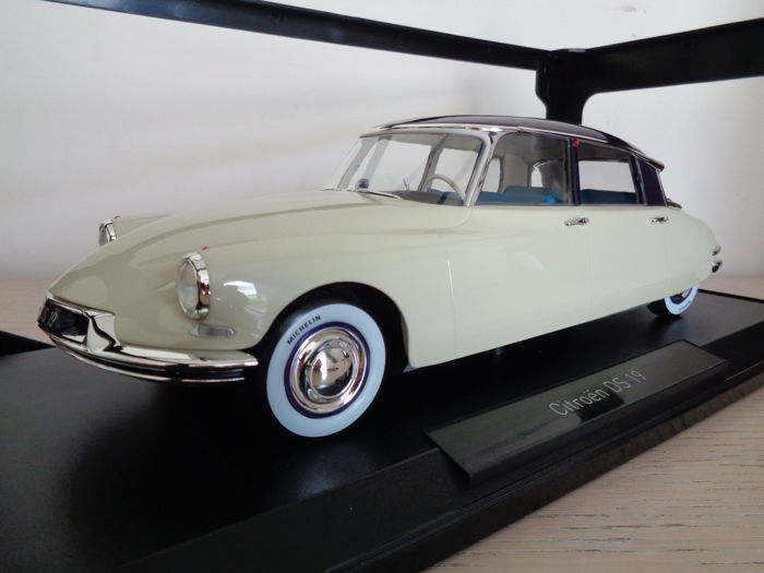 "Norev - Scale 1/18 - Citroën DS 19 ""Salon de Paris- October 1956"" - White"