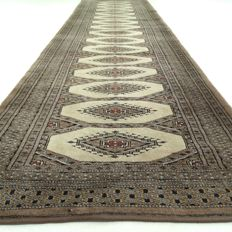 Bukhara – 298 x 82 cm - in beautiful condition.