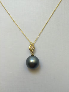 Tahiti black pearl necklace, pearl diameter 11.8 mm. With diamonds 0.009 ct