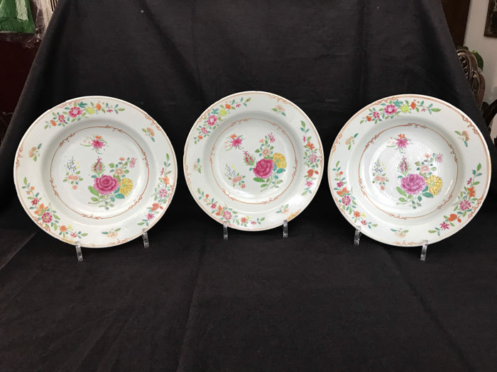 Three porcelain, Chinese, Famille Rose plates - China - 18th century