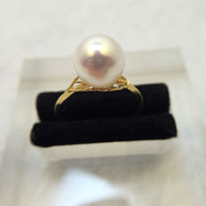 Japan Akoya sea pearl ring. Pearl diameter 8.6 mm. Accessories: 18 K gold.
