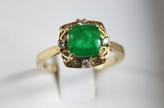 IGI certified 2.61 ct emerald and diamonds gold ring.-Size 18.5 (8,5 USA)-  No reserve