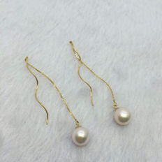 Japan Akoya saltwater Pearl earrings. Pearl diameter 8.6 mm. Accessories: 18 K gold.