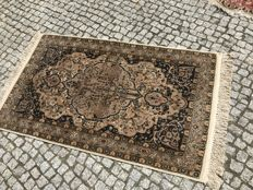 Unique Persian Rug  Hand knotted 175x100cm