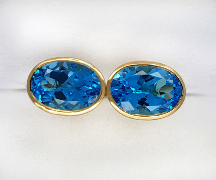 18kt gold Cufflinks with 16.98 carat Swiss blue Topaz