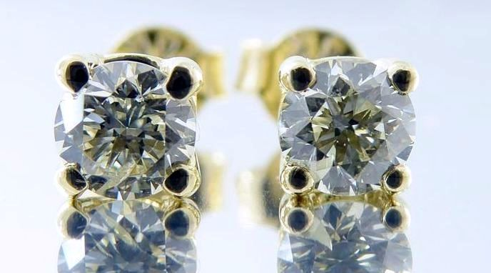 14 kt yellow gold solitaire ear studs set with cut diamonds of 0.33 ct in total *** NO RESERVE PRICE