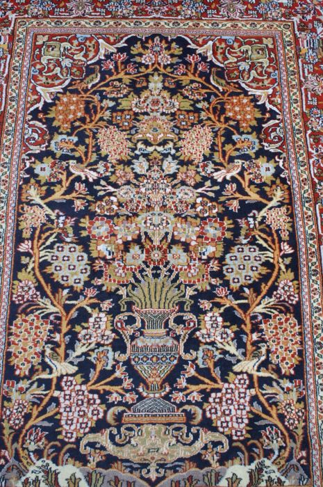 Beautiful & Original  Ghom / Qom finely  handknotted 130x200cm approx 600000 knots M /2