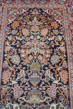 Beautiful & Original  Ghoum/ Qom finely  handknotted 130x200cm approx 600000 knots M /2 around 1995