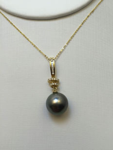 Tahiti black pearl necklace, pearl diameter 11.2 mm. With diamond 18K gold necklace.* No reserve price *