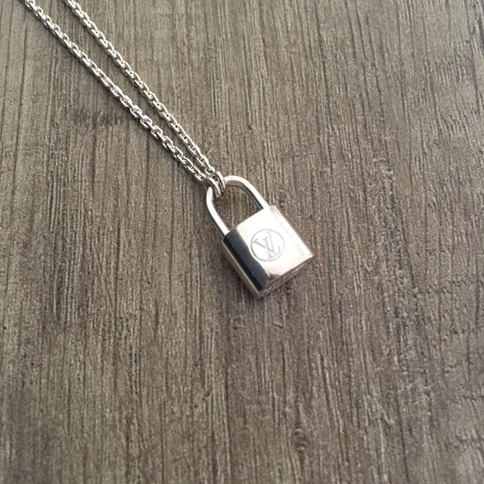 470fa75660fce Louis Vuitton for Unicef Silver Lockit – Pendant with necklace – silver –  Length: 50 cm. - Catawiki
