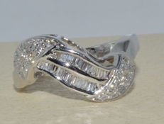 Ring in 18 kt gold set with 44 diamonds for a total of 1.30 ct G-H/VVS-VS – Top Wesselton