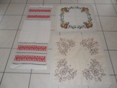 Lot of 3 Vintage handmade table doilies - Italy - 1920