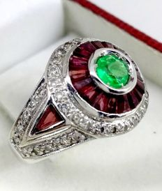 Ring in 18 kt white gold with diamonds, rubies and emerald