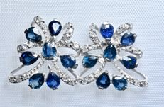 18 kt white gold. Earrings with 34x diamonds (0.16 ct) and 14x blue natural sapphires (0.18 ct). No reserve price.