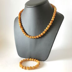 Baltic Amber necklace & bracelet, beads ø9mm; weight 33 grams - no reserve