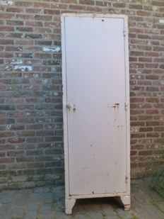 Gembloers/Gembloux – original patient/hospital cabinet in unrestored condition