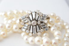 Pearl necklace with 7 mm pearls and diamonds, large clasp studded with diamonds – Length: Approx. 37 cm