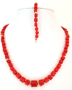 Necklace and bracelet made of coral pearls and 585/1000 gold clasp and dividing pearls - necklace: 45 cm -  bracelet: 19.5 cm