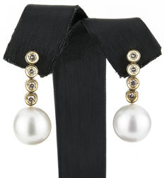 Yellow gold earrings, with brilliant cut diamonds in bezel settings, with Australian South Sea pearls