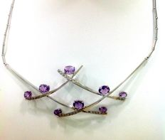 Choker in white gold with amethysts (4 ct) and diamonds (0.50 ct) – length 41 cm