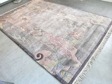 ART: Wonderful Nepalese Art Deco carpet – 300 x 200 – unique design – very good condition.