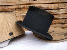 Antique black hat in original box - SL's hat manufactory - First half 20th century