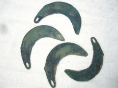 Collection Bronze age bronze sickles in beautifull blue - green patina - 111 -115 mm (4)