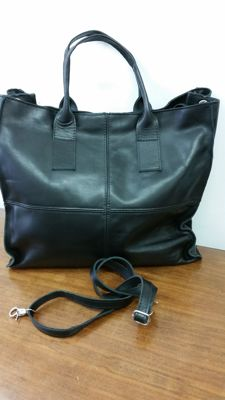 Leather bag hand–crafted in Italy