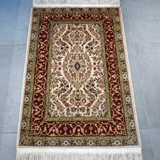 Fantastic silk Hereke with flowers, 1,000,000 knots per m², very good condition, unique design