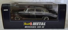Revell - Scale 1/18 - Mercedes-Benz 300 SE - Black