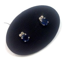 White 18 kt gold earrings with sapphires and 0.02 ct of diamonds – Measurements: 4 x 7 mm