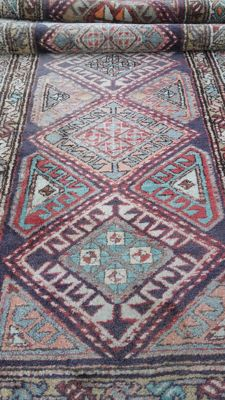Beautiful oriental rug, 310 x 98 cm