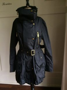 Burberry – Raincoat / trench coat / coat