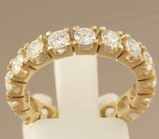 14 kt yellow gold eternity ring set with 17 brilliant cut diamonds, approx. 2.30 carat in total, 17 (53)