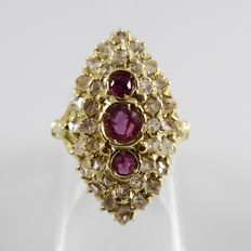 Marquis, 18 kt ring with rose diamonds and rubies - ring size 17.75 (56).