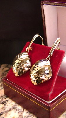585 gold earrings diamond worked hammering appearance, polished.