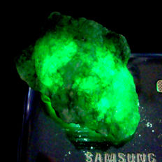 Green Emerald, rough gemstone - 48.46 x 35.44 x 20.86 mm - 190.15 ct.