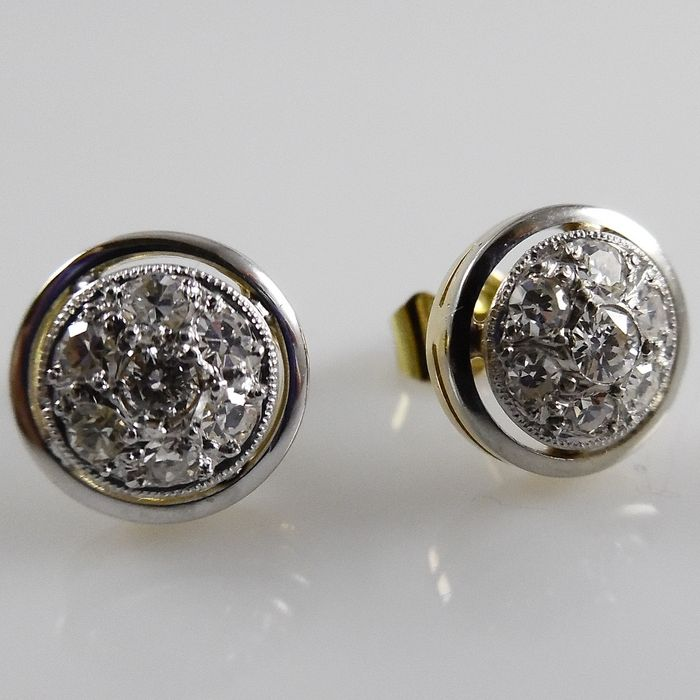 Gold 18 kt stud earrings with diamonds in white gold, diameter 9.4 mm.